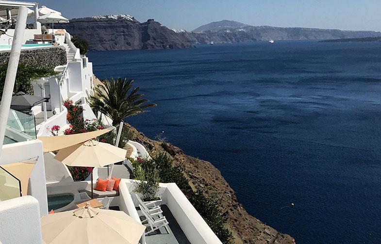 Onde ficar em Santorini? Escolhemos Oia e foi show.