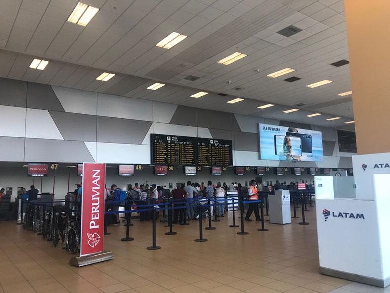 Saguão do aeroporto de Lima