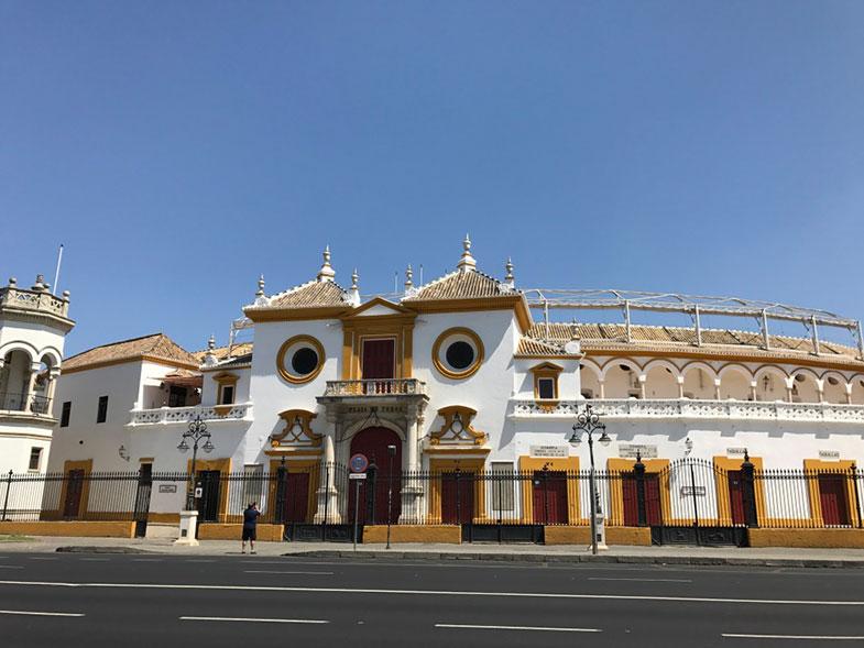 Fachada da Plaza de Toros de Sevilha