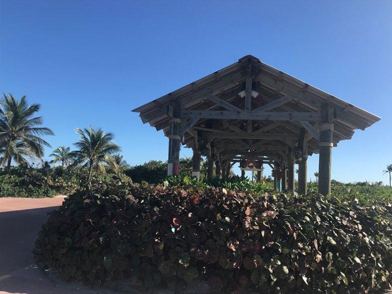 Estação do trenzinho na ilha particular da Disney