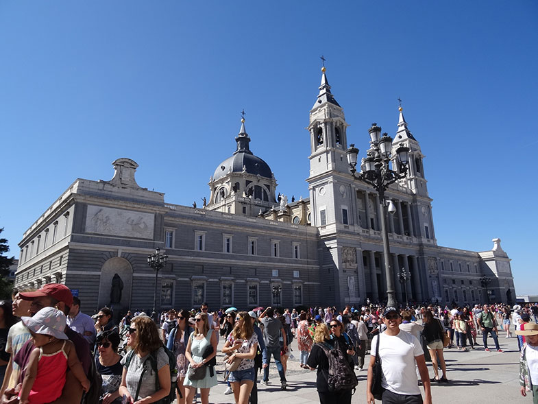 Catedral em frente ao Palácio Real de Madrid