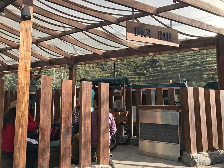 Sala de espera da Inca Rail em Ollantaytambo