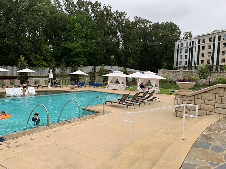 Piscina de nosso hotel em Memphis