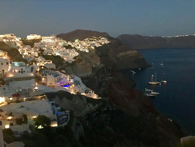 Como chegar à igreja do teto azul em Santorini