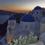 Como chegar à famosa igreja de teto azul em Santorini