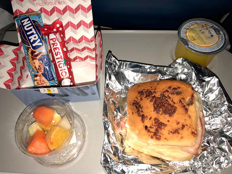 Café da manhã do voo internacional da Delta