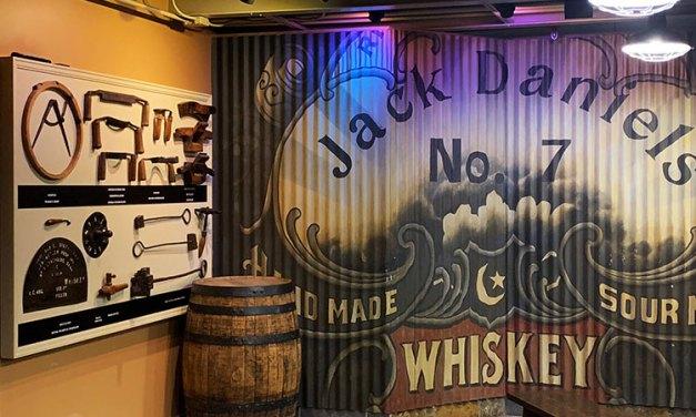 Como é a visita à destilaria Jack Daniel's no Tennessee