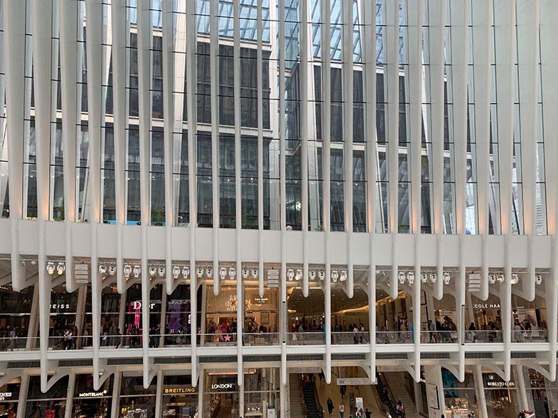 Westfield Mall dentro da estação Oculus em New York