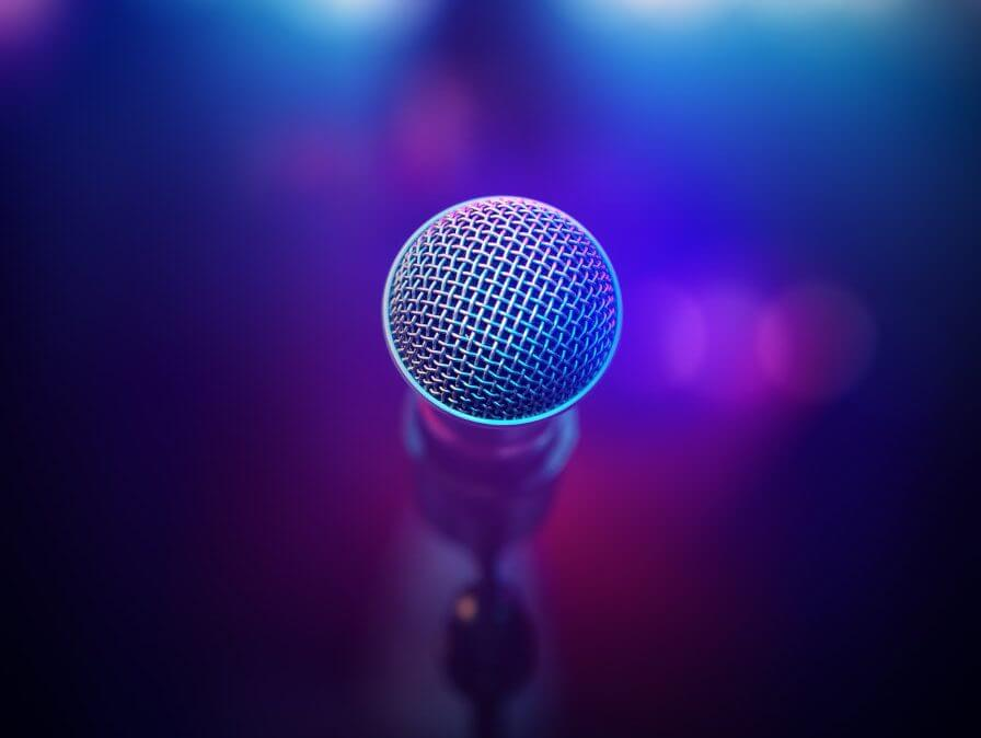 CantoCoach-Musical-Microphone-on-stage
