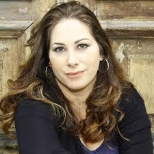 Cláudia Lemes - Escritora - Canto do Gárgula