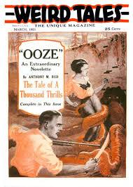 Capa da Revista Weird Tales - Mulher sendo pega por tentáculos e um homem armando tentando derrotar a fera, em um pântano.