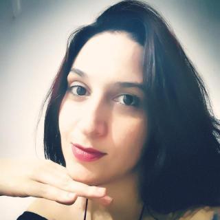 Camile Queiroz - Escritora, Revisora, Preparadora de Textos, Editora e Colunista