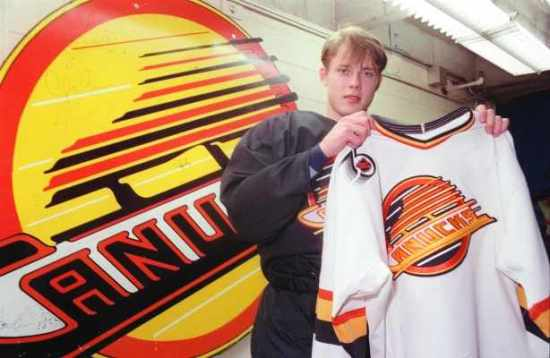 125a21ce2 Why the Canucks Shouldn't Retire Pavel Bure's Number 10 – Canucksarmy