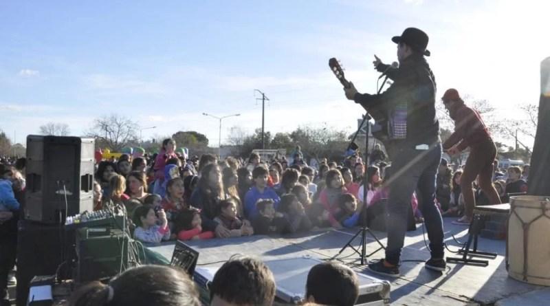 Cerca de 10000 personas, participaron de las celebraciones que en ocasión del Día del Niño el municipio organizó este fin de semana en diez centros comunitarios distribuidos en todo el distrito.