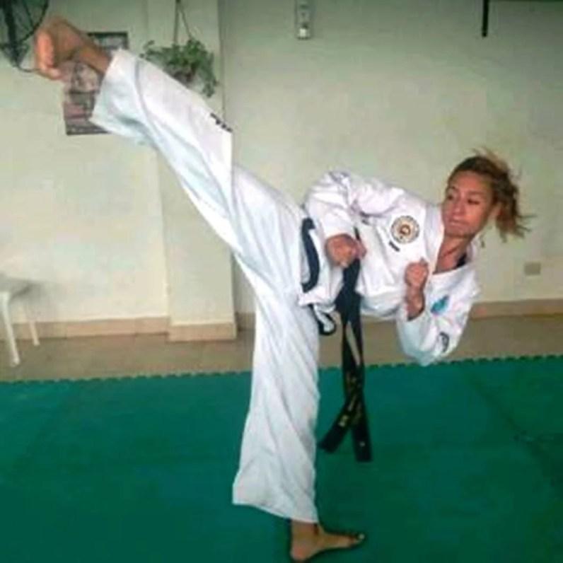 Jesica Jaime entrenando con Taekwondo
