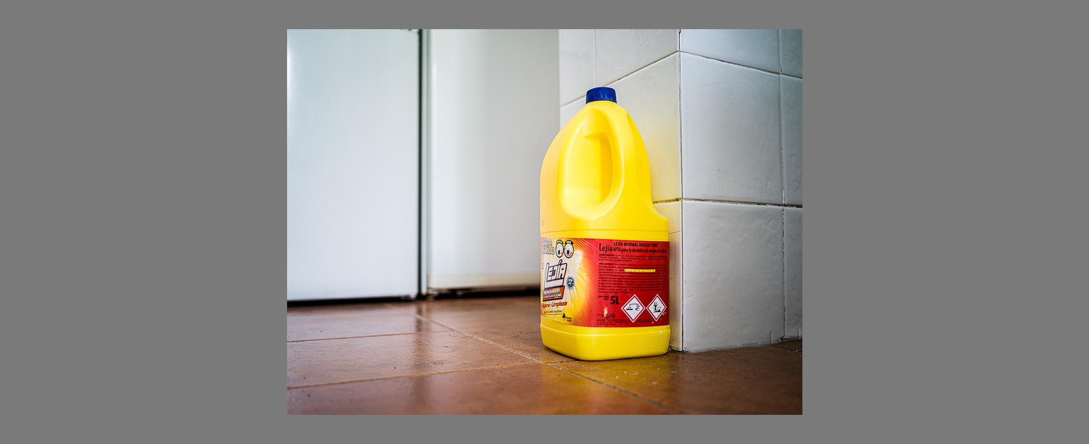 La botella amarilla.