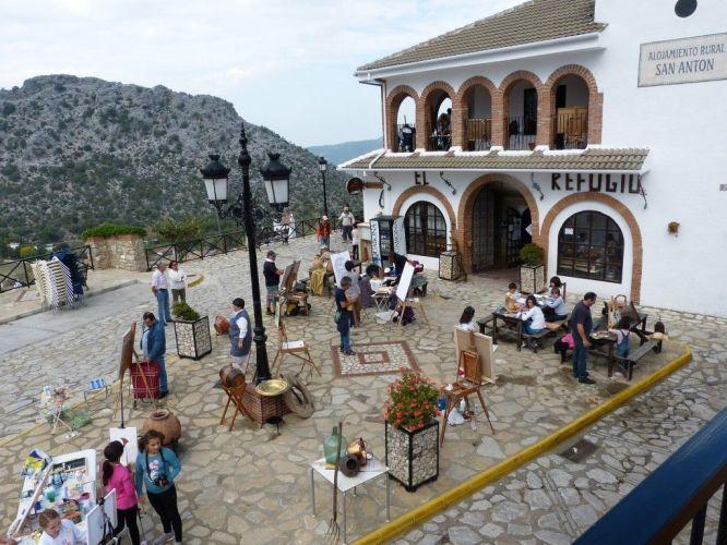 Algunos participantes del pasado año en la plaza de San Antón de Benaocaz.