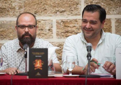 Valero Cortadura, junto al diputado provincial de Cultura, Salvador Puerto, el día de la presentación de la novela. Foto: Diputación de Cádiz.