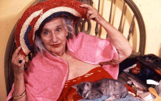 Edith Ewing Beale, en la película de los hermanos Maysles.