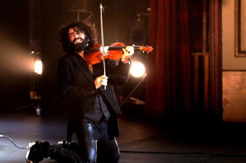 Ara Malikian desplegó talento en el Teatro Falla. Foto: Julio Sampalo.