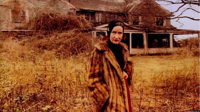 """""""Little"""" Edie Beale, en una escena del documental 'Grey Gardens'."""