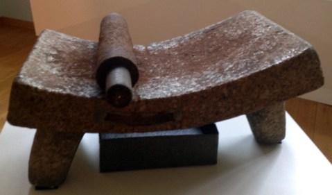 Metate (Museo del Cholate de Astorga).