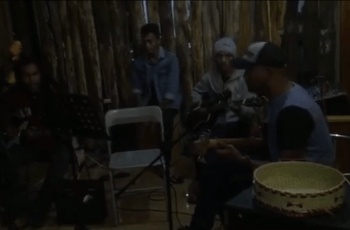 J+298 Live d'un groupe indonésien !