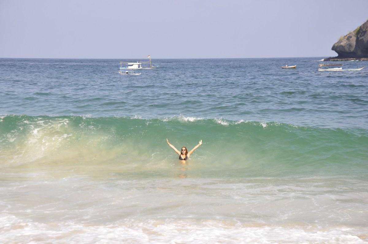 J+303 Jouer dans les vagues de Koka Beach !