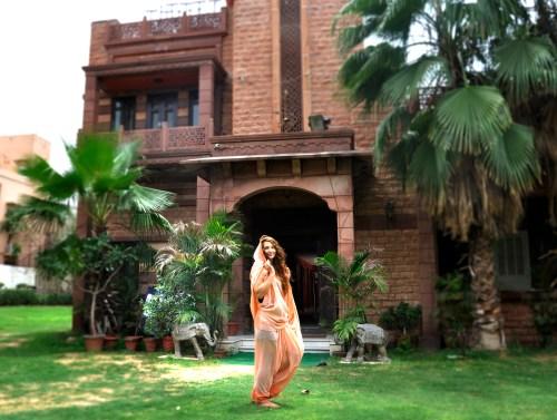 J+340 Vêtir un sari !