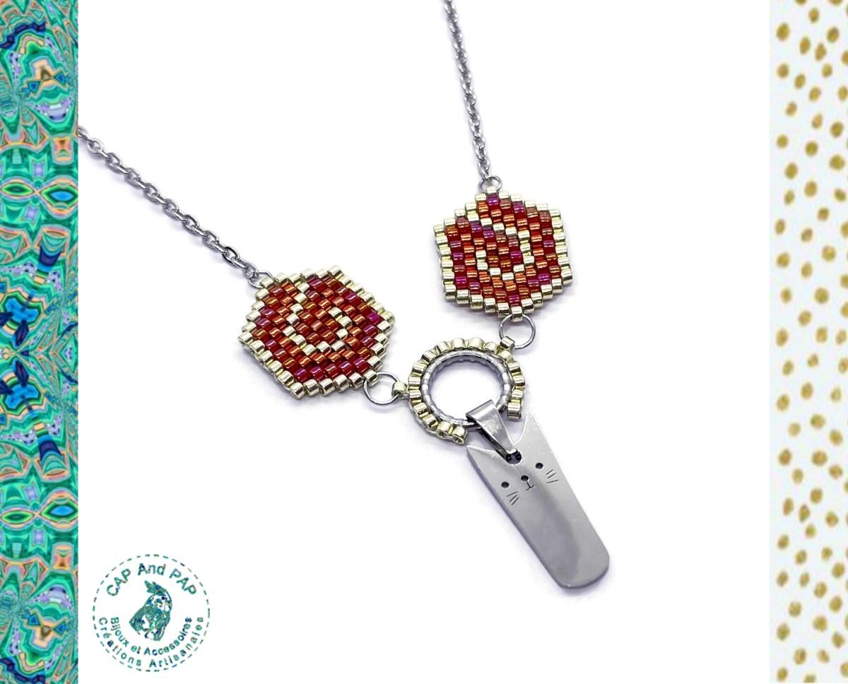 Collier Chat Kawaii artisanal - Perles tissées - Rouge et argenté