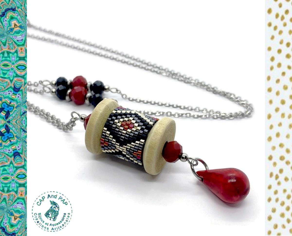 Collier artisanal en bois en perles tissées - Rouge et noir - Pierre naturelle