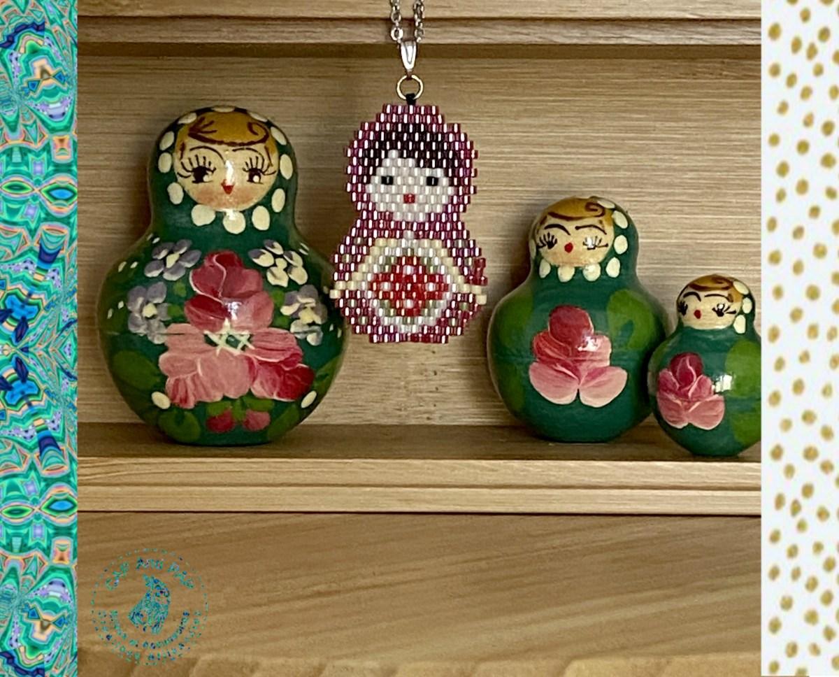 Pendentif Poupée Russe en perles tissées