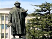 Estátua de Garcia de Orta, em Lisboa, da autoria do escultor casapiano Martins Correia (1958)