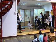 Representação teatral por alunos surdos, no CED Jacob Rodrigues Pereira.