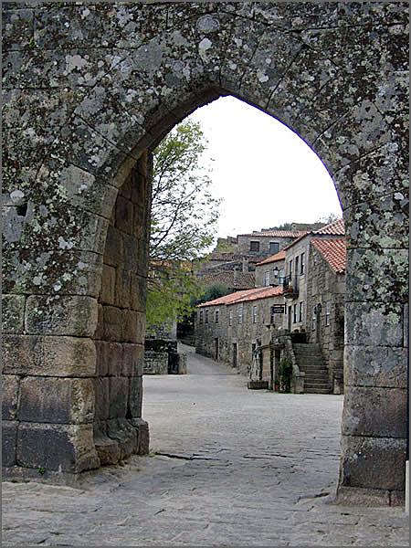 Uma das portas de Sortelha
