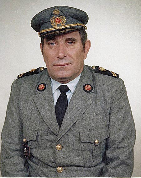 Manuel dos Reis Grilo com a farda de guarda prisional (foto colhida do blogue Terra dos Cães)