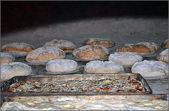 Pão e bacalhau cozidos no forno