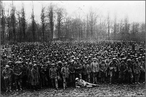 Soldados portugueses num campo de prisioneiros na Alemanha