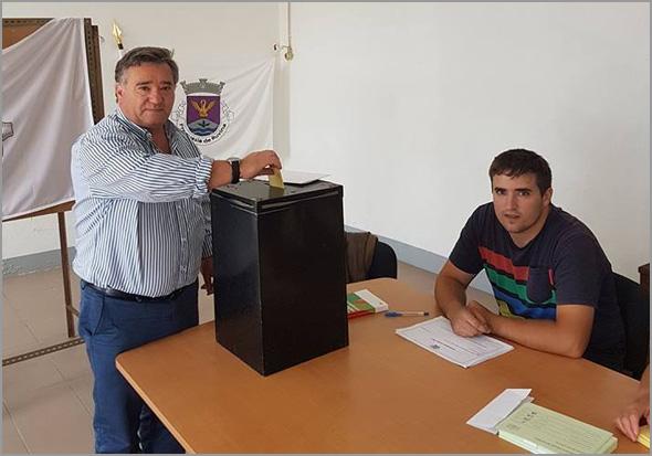 António Robalo vota na freguesia da Ruvina - Capeia Arraiana
