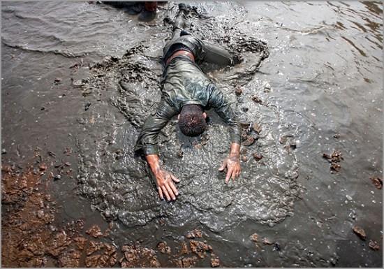 Ficar com a cara na lama... literalmente - Capeia Arraiana