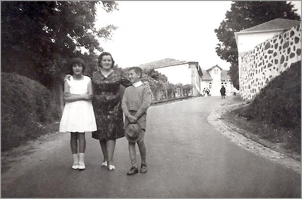 Eu com a minha mãe e a minha irmã - Capeia Arraiana