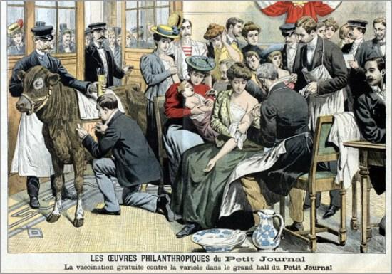 """Campanha de vacinação gratuita contra a varíola promovida pelo periódico francês """"Le Petit Journal"""", em 1905. Note-se a presença de uma vaca (ou vitela) a partir da qual um médico obtém o material necessário para a inoculação - Adérito Tavares - Capeia Arraiana"""