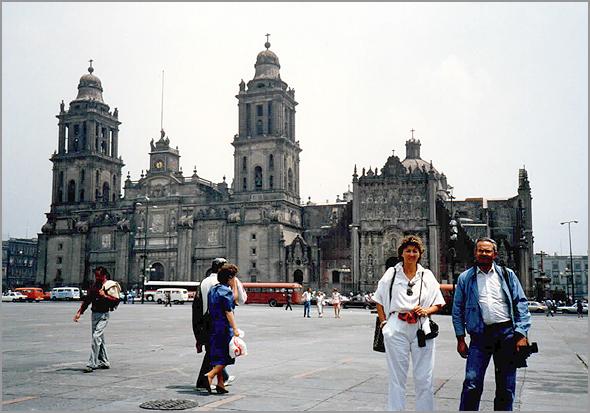 Franklim e esposa em frente da Catedral Metropolitana da Cidade do México