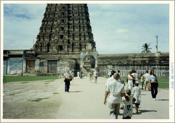 Franklim frente ao templo de Chamundeshwari