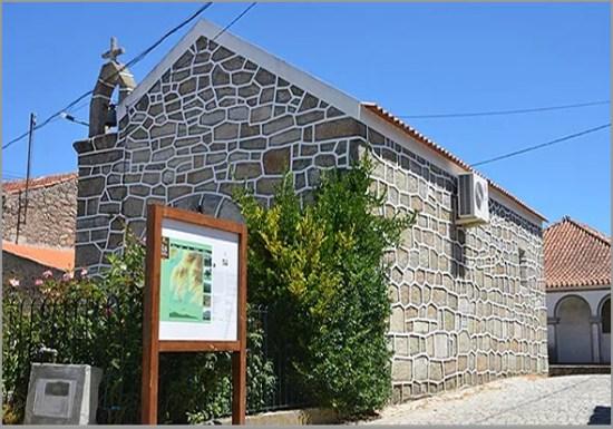 A Capela do Reduto é uma das provas: sempre houve bons pedreiros no Casteleiro (o meu avô era um deles...)