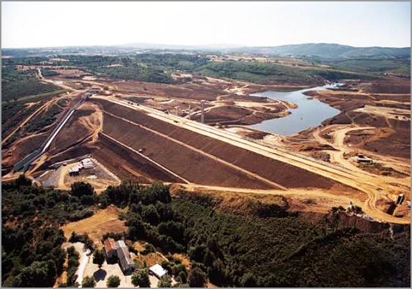 Vista aérea durante a construção da barragem do Sabugal