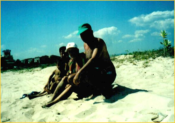 Franklim na praia de Ancom com a Osmary