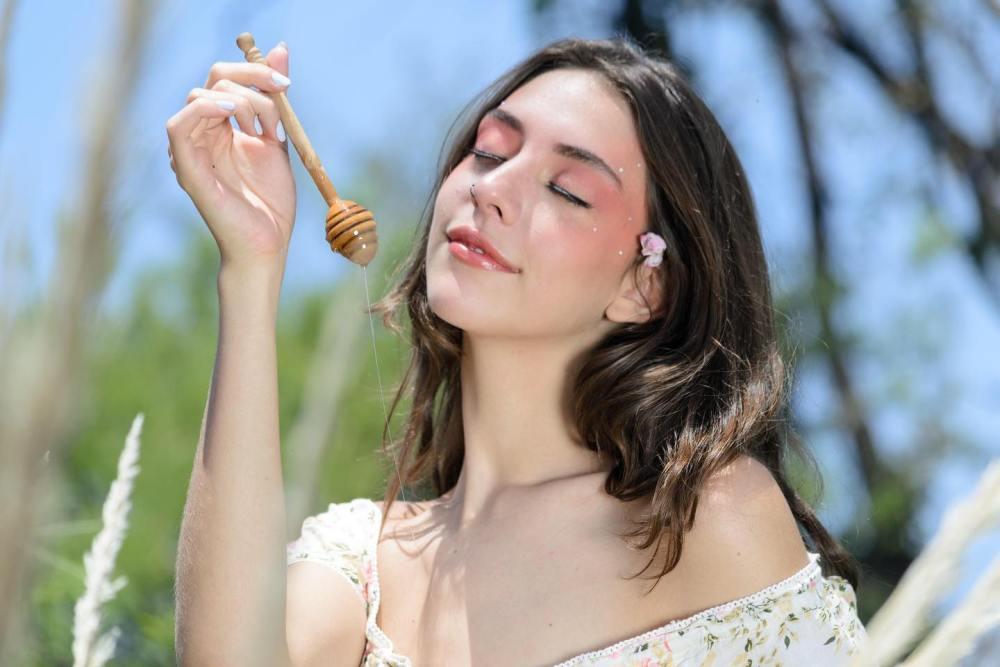 """Alicia Delgadillo, presenta """"Yo hago miel"""" – Caperuzomx"""