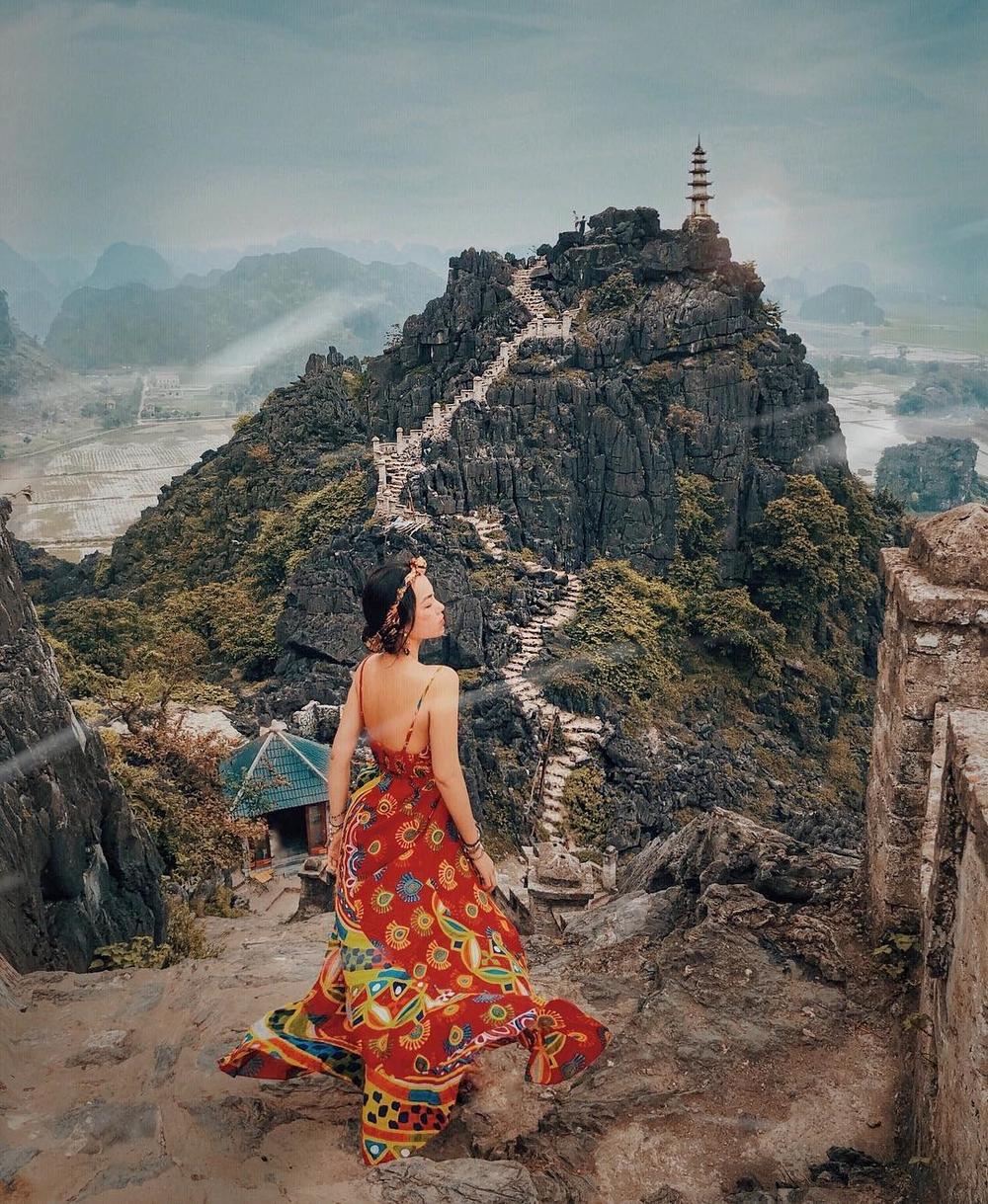 """Soán ngôi"""" mọi tọa độ checkin, chính là """"ngọn tháp chọc trời"""" trên đỉnh Vạn  Lý Trường Thành phiên bản Việt"""