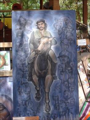 Un cuadro del Ché Guevara es presentado por su autor, el pintor Jesús Céspedes, en la feria del arte